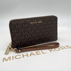 Michael Kors Md ZA Phone Holder Wallet Brown